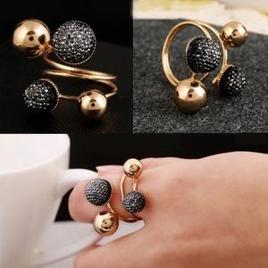 Jewelry - 🍁New Fashion Style Golden & Black Rings